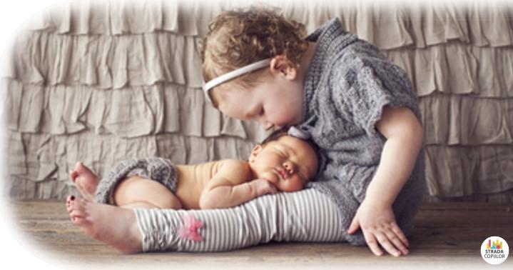 Poze bebelusi cu frati mai mari. Poze nou-nascuti deosebite